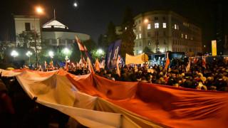 Πολωνία: Διαδηλωτές εγκλώβισαν βουλευτές στο Κοινοβούλιο (pics&vid)