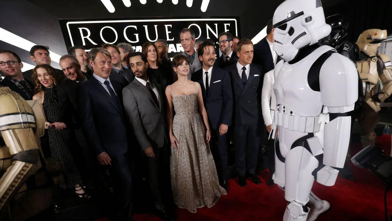 Θαυμαστές του Star Wars έδωσαν μάχη για ένα κοστούμι