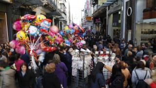 Εορταστικό ωράριο: Τι θα συμβεί με τα καταστήματα την Κυριακή