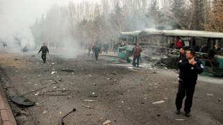 Η στιγμή της έκρηξης του λεωφορείου στην Τουρκία (vid)
