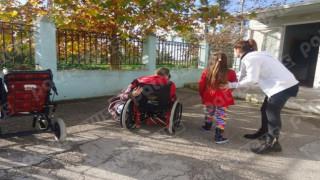 Λεχαινά: Μαθητές ειδικού σχολείου κάνουν μάθημα σε κοντέινερ (pics)
