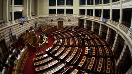 Στη Βουλή η τροπολογία για το «πάγωμα» του ΦΠΑ στα νησιά
