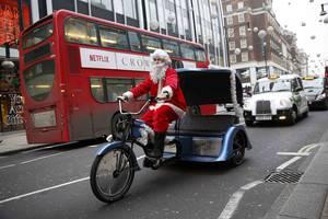 Άγιος Βασίλης κάνει βόλτες με το ταξί του στο Λονδίνο