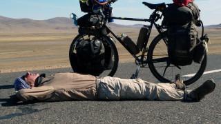 Ένας κλόουν, ένα ποδήλατο και ο γύρος του κόσμου σε 16... χρόνια