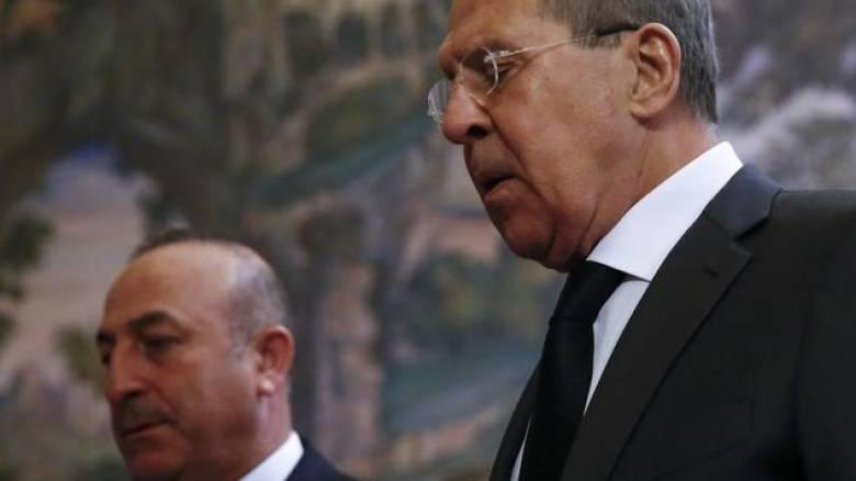 Λαβρόφ και Τσαβούσογλου άφησαν λουλούδια στη μνήμη του Ρώσου πρέσβη (pics)