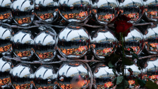Βερολίνο: Κεριά, λουλούδια και μηνύματα αγάπης στο σημείο της επίθεσης