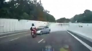 Εκτοξεύτηκε μετά από μετωπική με όχημα που μπήκε στο αντίθετο ρεύμα (Vid)