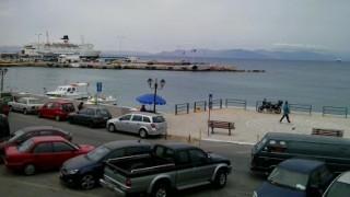 Αυτοκίνητο έπεσε στο λιμάνι της Ραφήνας