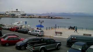 Ραφήνα: Νεκρή ανασύρθηκε η γυναίκα του οχήματος που έπεσε στο λιμάνι