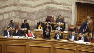 Ενοχλημένοι και οι βουλευτές του ΣΥΡΙΖΑ απο το μπαράζ τροπολογιών στη Βουλή