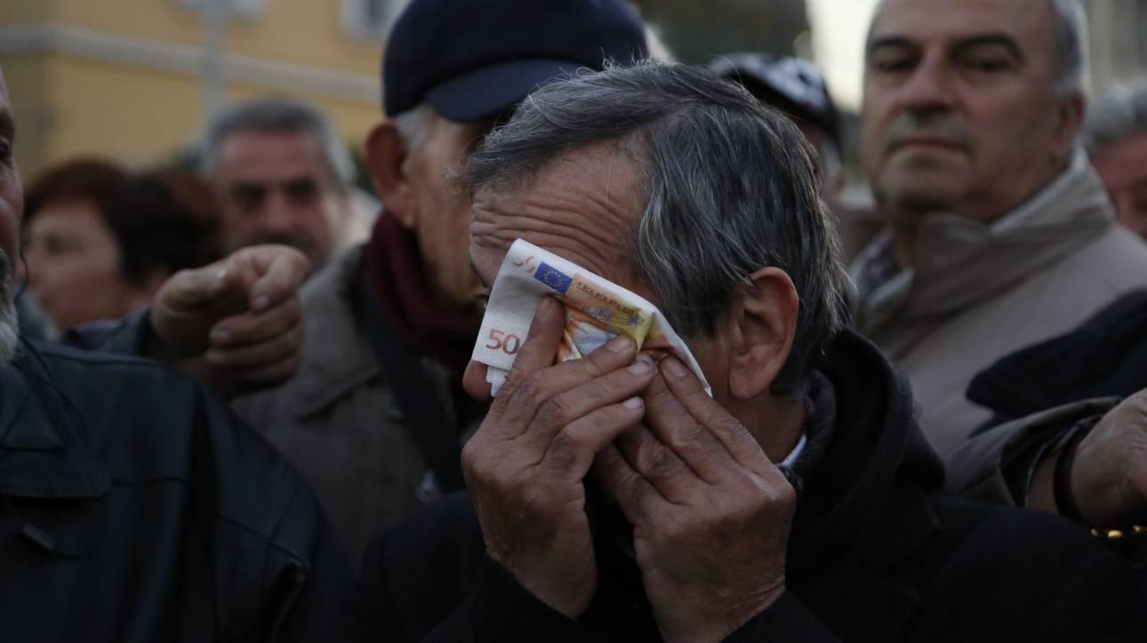 ΕΚΑΣ: Μείον 50% για 250.000 συνταξιούχους