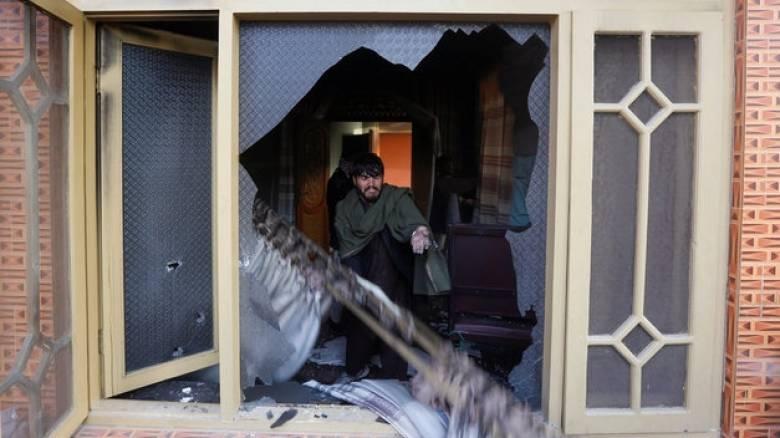 Επίθεση αυτοκτονίας στο σπίτι βουλευτή στο Αφγανιστάν – 11 νεκροί (pics)