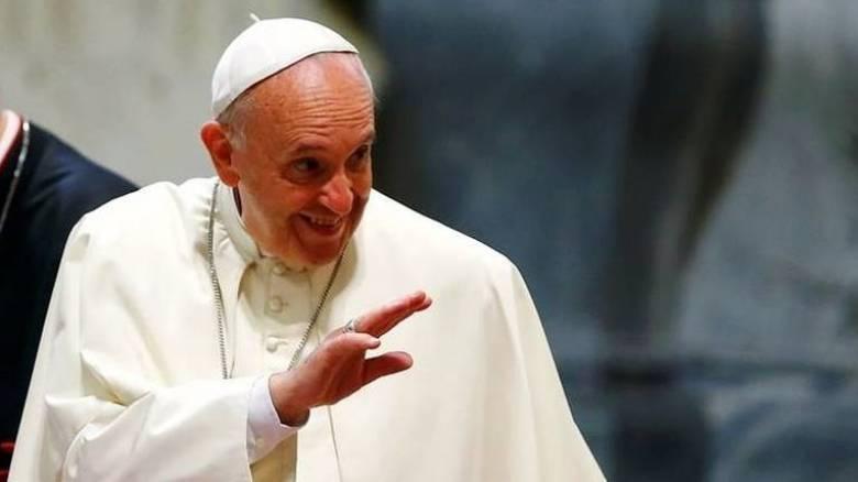 Ο Πάπας πήγε σε φαρμακείο να αγοράσει παπούτσια