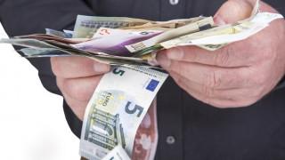 Κυβέρνηση σε θεσμούς: Εισπράττουμε περισσότερους φόρους από όσους υπολογίζαμε