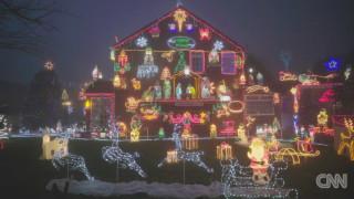 Κάποιοι αγαπούν τα Χριστούγεννα περισσότερο από άλλους - κι αυτό φαίνεται