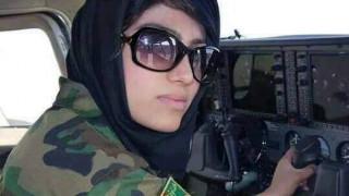 Οργή στο Αφγανιστάν: Η πρώτη γυναίκα πιλότος ζήτησε άσυλο από τις ΗΠΑ