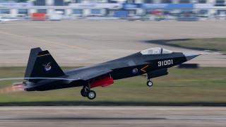 Η Κίνα παρουσίασε ένα νέο μαχητικό stealth πέμπτης γενιάς (Vid)
