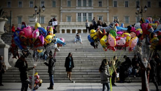 Οι εορταστικές εκδηλώσεις στην πλατεία Συντάγματος και η ακίνητη Ρόδα (pics)