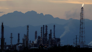 Εκτοξεύτηκε η τιμή του πετρελαίου μετά την απόφαση του ΟΠΕΚ