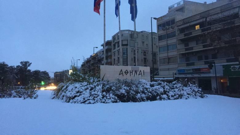 Καιρός: Επέλαση του χιονιά ακόμη και στο κέντρο της Αθήνας-Οδηγίες προς τους πολίτες