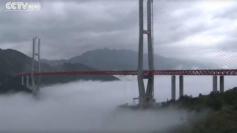 Οι Κινέζοι έδωσαν στην κυκλοφορία την υψηλότερη γέφυρα του κόσμου (pic&vid)