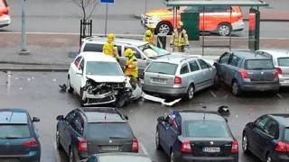 Φινλανδία: Αυτοκίνητο έπεσε πάνω σε πλήθος (pics)