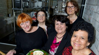Το εστιατόριο που έχει σεφ αποκλειστικά γιαγιάδες (pics&Vid)