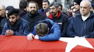 Κωνσταντινούπολη: Οδύνη και θλίψη στις κηδείες των θυμάτων (pics)