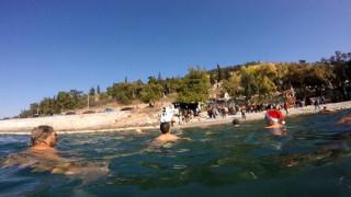 Έκοψαν βασιλόπιτα και βούτηξαν στα παγωμένα νερά του Παγασητικού (pics)