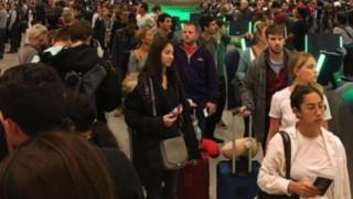 Ουρές στα αεροδρόμια των ΗΠΑ λόγω βλάβης στο σύστημα ελέγχου διαβατηρίων