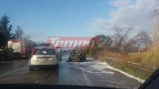 Αυτοκίνητο τυλίχθηκε στις φλόγες στην Εθνική οδό Πατρών-Πύργου (pics)