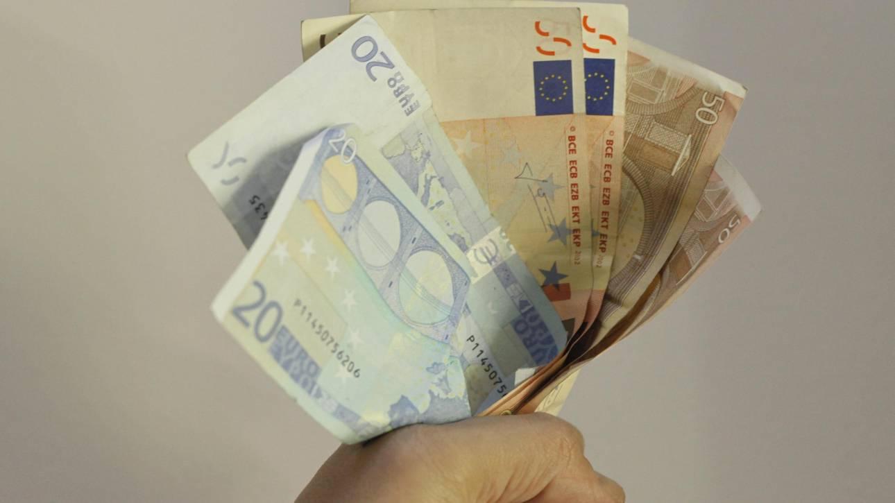 Δημοσκόπηση: Αλλάζει η γνώμη των πολιτών για το ευρώ