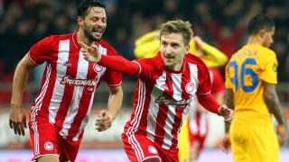 Super League: γκέλα η ΑΕΚ, νίκη στις καθυστερήσεις ο Ολυμπιακός