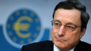 Δυσκολεύουν την ΕΚΤ η πτώση του ευρώ και η αύξηση των τιμών των καυσίμων