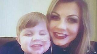 Μητέρα δωρίζει δύο όργανά της για να σώσει τη ζωή του γιου της