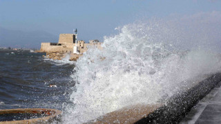 Κακοκαιρία: Απαγορεύτηκε ο απόπλους από τον Πειραιά
