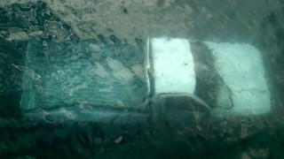 Οδηγός έπεσε με το αγροτικό του στο λιμάνι της Λευκάδας (pics)