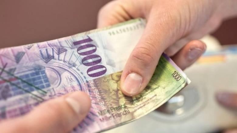 Οι Ελβετοί «σνομπάρουν» το πλαστικό χρήμα