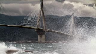 Πάτρα: Έκλεισε το ρεύμα της γέφυρας προς Αντίρριο λόγω πτώσης πάγου