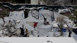 Κακοκαιρία: Πολικό ψύχος στον καταυλισμό της Μόριας, αντιμέτωποι με τον χιονιά οι πρόσφυγες (pics)