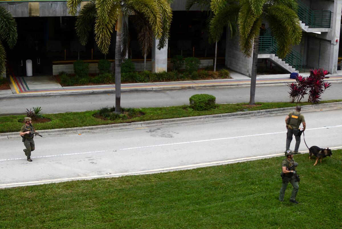 2017 01 06T210101Z 227984435 RC11200D0740 RTRMADP 3 FLORIDA SHOOTING