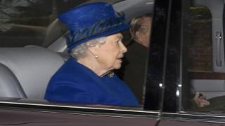 Εμφανίστηκε η βασίλισσα Ελισάβετ βάζοντας τέλος στις φήμες για την υγεία της