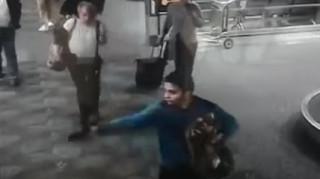 Αεροδρόμιο Φλόριντα: η στιγμή που ο δράστης ανοίγει πυρ (vid)