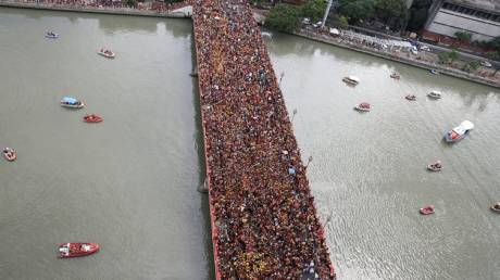 Φιλιππίνες: Ένα εκατομμύριο άνθρωποι στους δρόμους για τον «μαύρο Ναζωραίο» (pics)