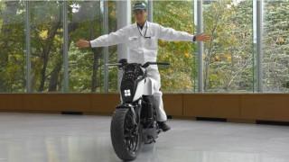 Το Honda Riding Assist εξασφαλίζει ότι η μοτοσυκλέτα θα είναι πάντα όρθια