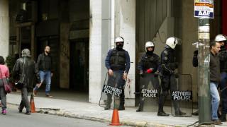 Πυροβολισμοί έξω από τα γραφεία του ΠΑΣΟΚ - Ένας αστυνομικός τραυματίας