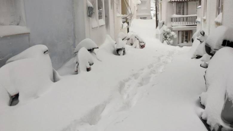Κακοκαιρία: Χιόνια και παγετός σε όλη τη χώρα, στα λευκά η Αττική