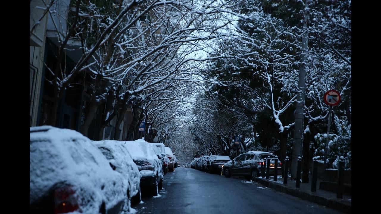 Χιονισμένη η Ακρόπολη και ο Λυκαβητός