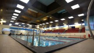 Ελβετία: Το ΕΔΑΔ «αναγκάζει» μουσουλμάνες να κολυμπούν με αγόρια