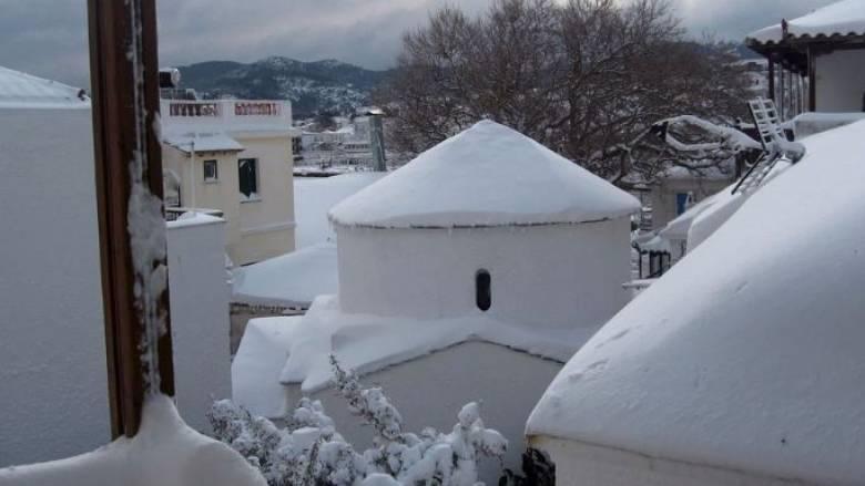Νέα χιονοθυέλλα πλήττει Αλόννησο και Σκόπελο (pics)